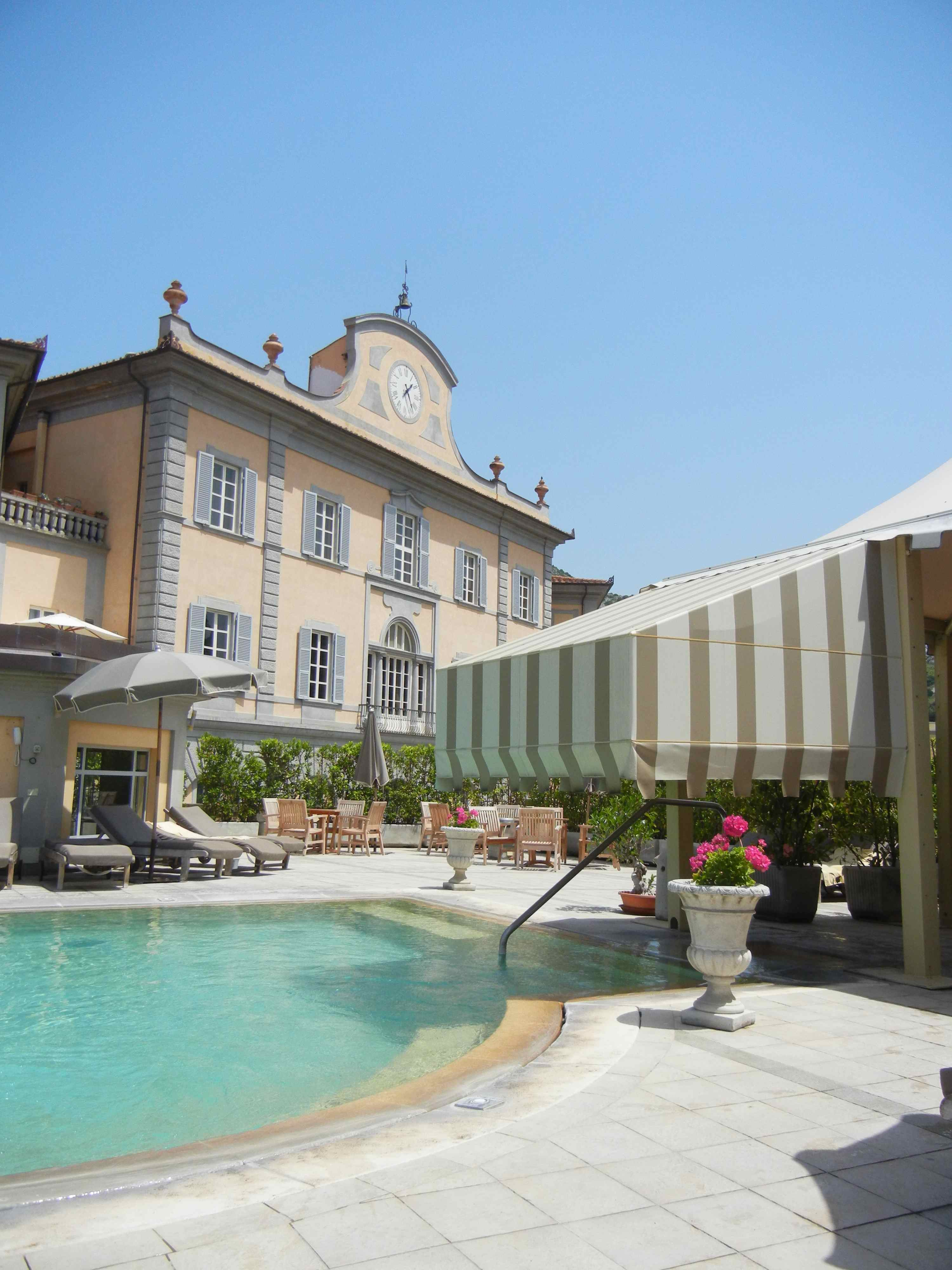 http://www.ioamoiviaggi.it/wp-content/uploads/2012/06/piscina-esterna-bagni-di-pisa.jpg