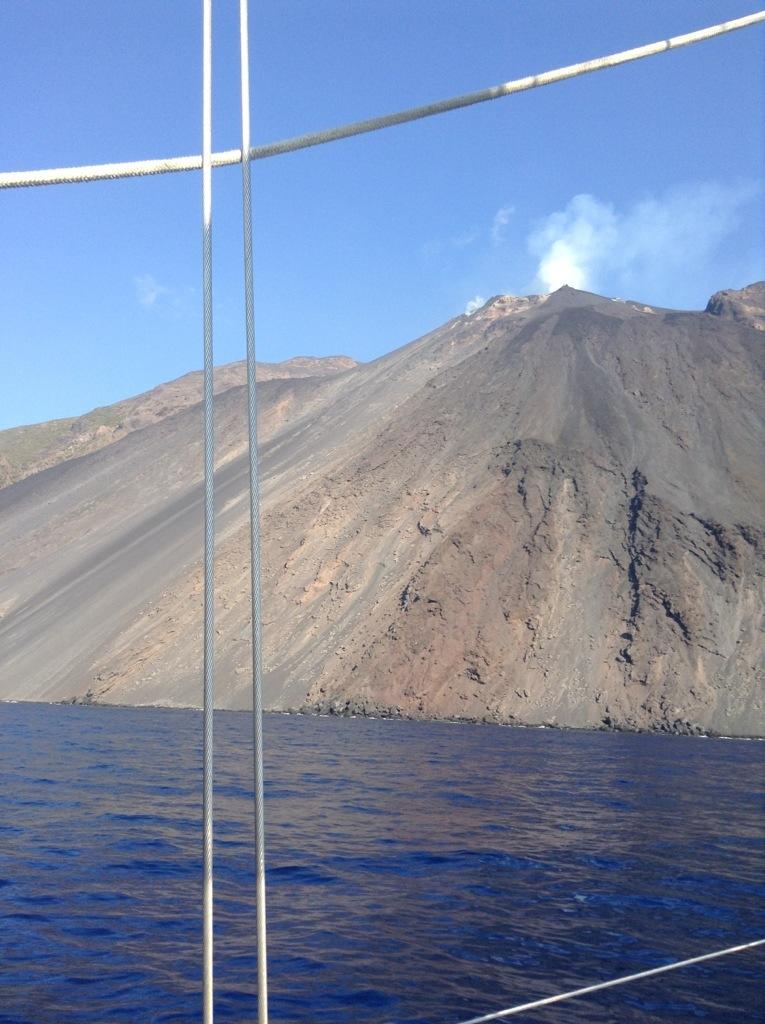 Stromboli sciara del fuoco vulcano eruzione