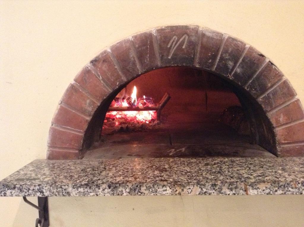 pizzeria forno a legna in toscana