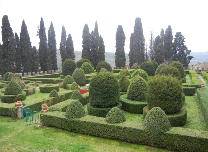 giardino all'italiana dentro abbazia di passignano