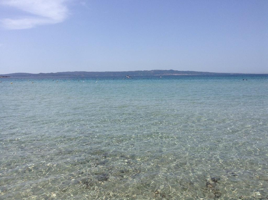 spiaggia di sottotorre con vista di carloforte