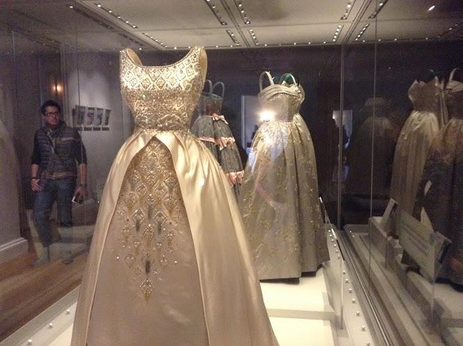 Alcuni vestiti e mobili in mostra sono interessanti. I quadri certo non  reggono il paragone con i nostri musei… ma nel complesso ... 51fac9909cd