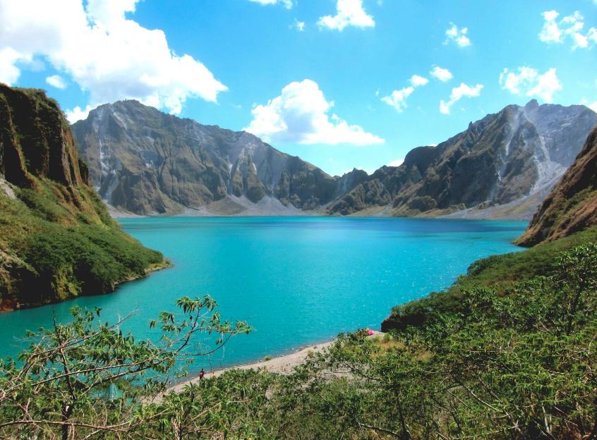lago nel cratere del Monte Pinatubo