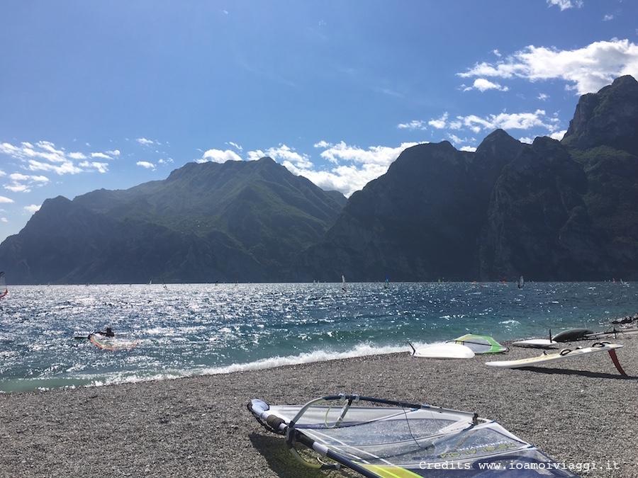 fare windsurf sul lago di garda