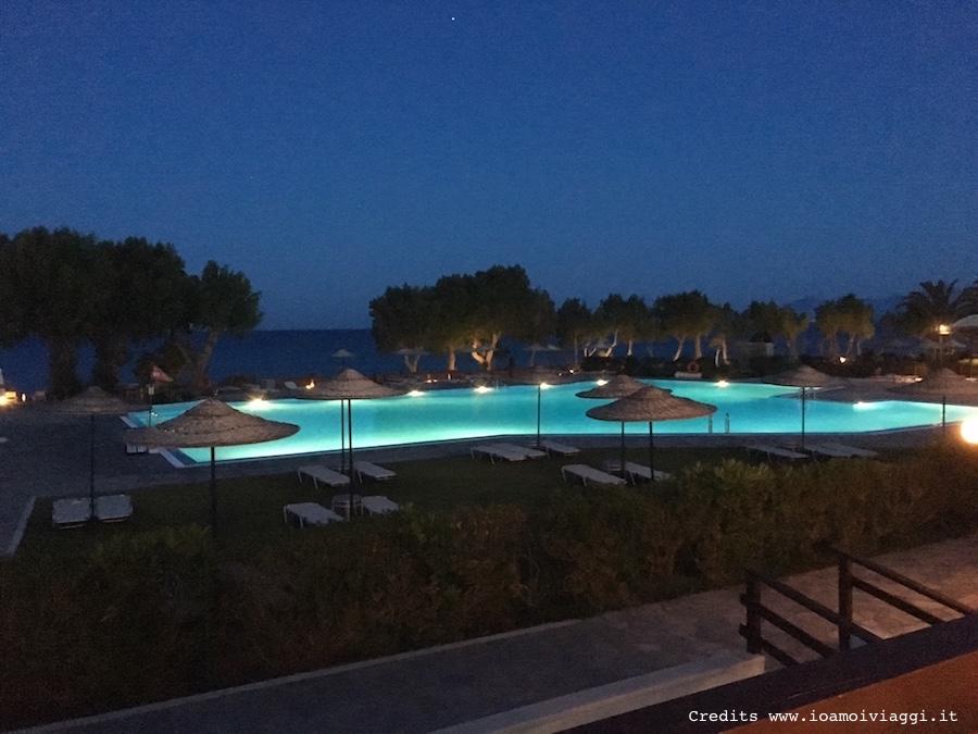 lakitira-resort-by-night
