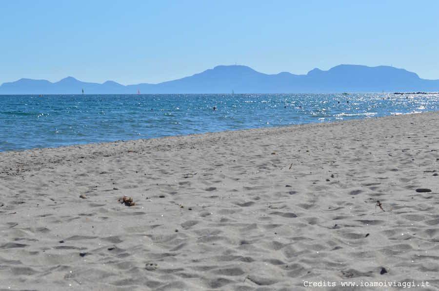 spiaggia davanti a lakitira