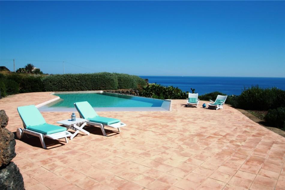 Dormire in un dammuso a pantelleria io amo i viaggi - Dammusi con piscina pantelleria ...