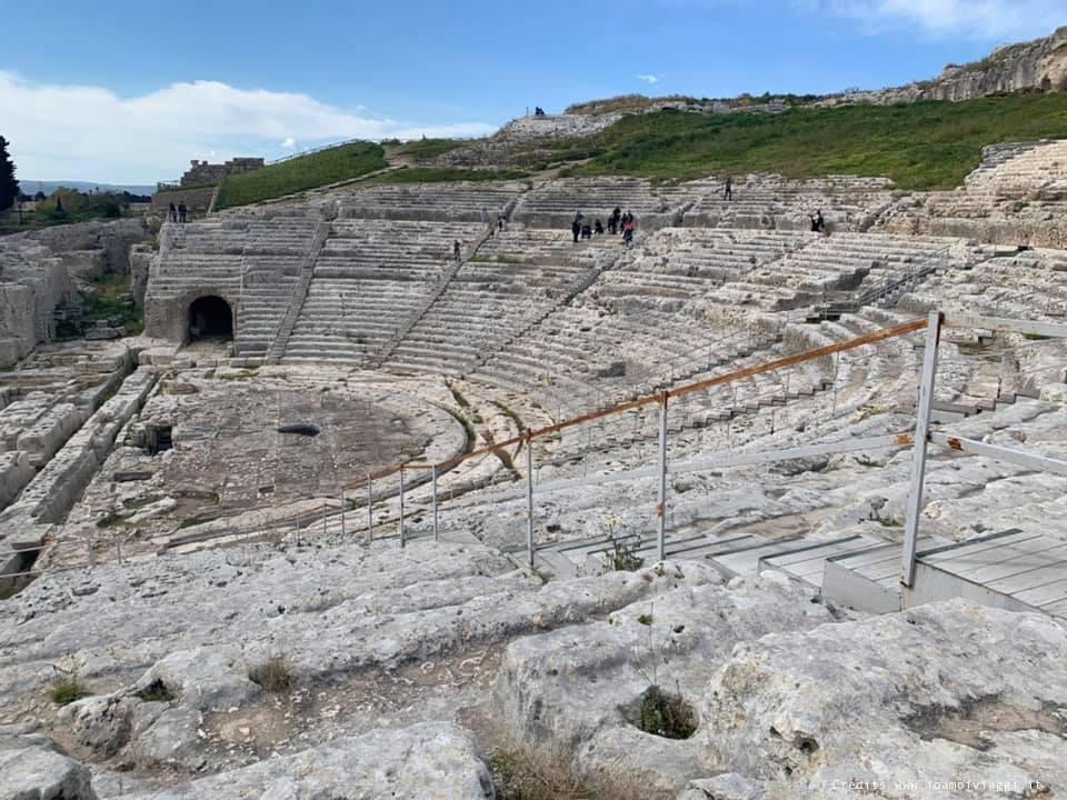 teatro greco di siracusa visto dalle gradinate