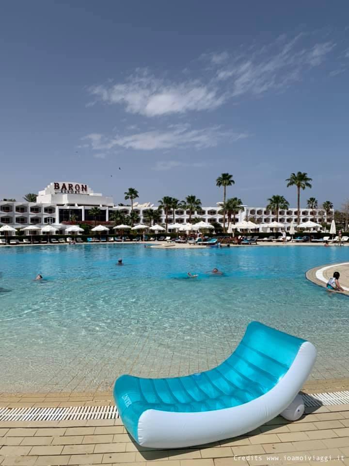 relax bordo piscina sul mar rosso